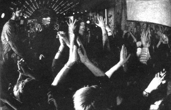 Мнение: «У нас ведь есть свои популярные рок-группы. Но их концерты большая релкость. Не меньшая, чем хороший диск. Вот и прихолится ребятам выступать не попало...» Анатолий Толстых, 18 лет.
