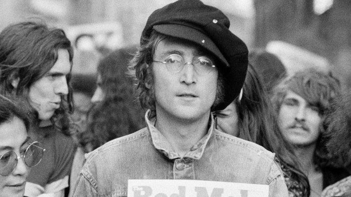 Как и почему 40 лет спустя из Джона Леннона сделали мифическое божество