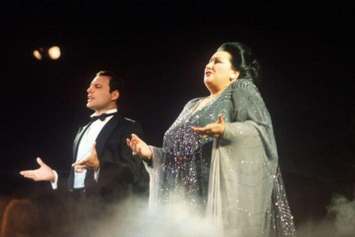 Фредди Мекрьюри и Монсеррат Кабалье исполняют 'Барселону' на Ибице. 29 мая 1987 г.