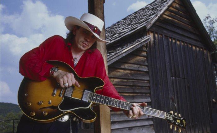 Стиви Рэй Воэн - американский гитарист